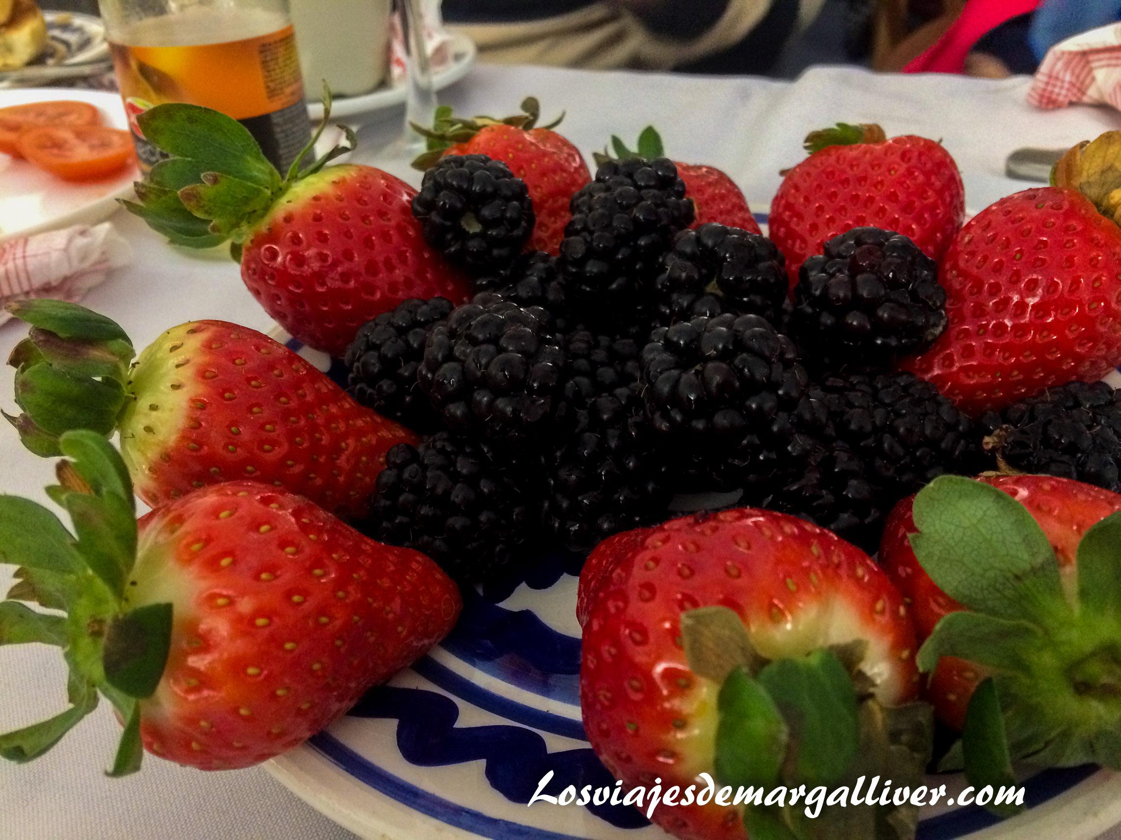 desayuno con frutos rojos del condado de Huelva - Los viajes de Margalliver